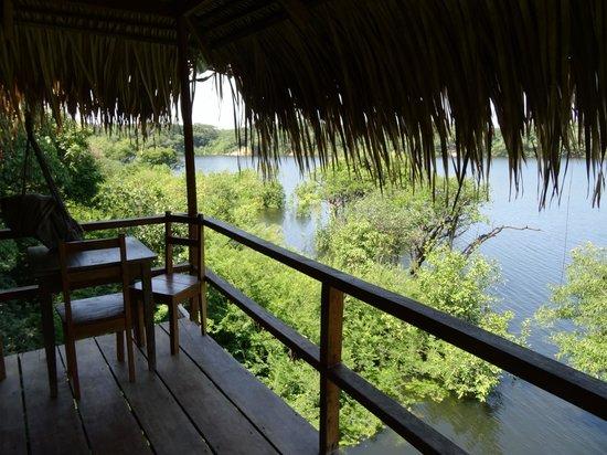 Juma Amazon Lodge: Домик на реке