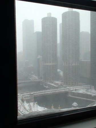 Hard Rock Hotel Chicago: 1st of the year...snowing