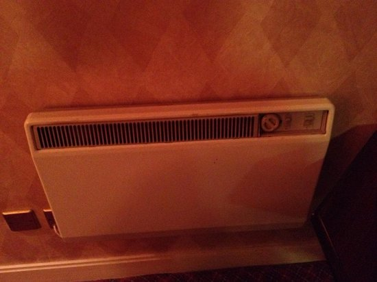 Copthorne Hotel Aberdeen: Old heater