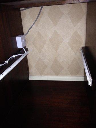 Copthorne Hotel Aberdeen: Missing mini fridge
