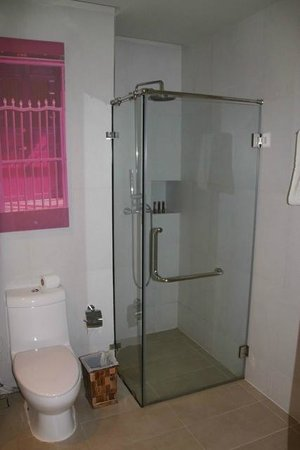 The KEE Resort & Spa: Bathroom (room No 1307)