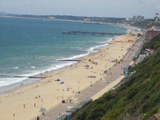 Woodland House B&B: Five minute walk to the Beach