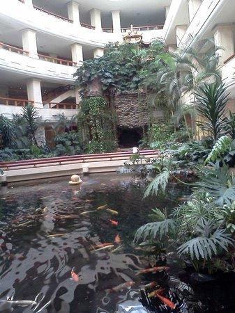 Crowne Plaza Zhanjiang: lobby area