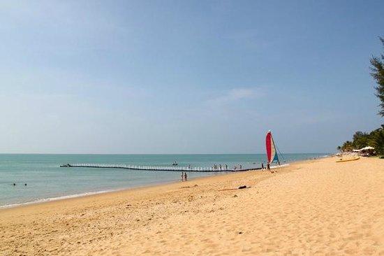 Ramada Khao Lak Resort: Beach