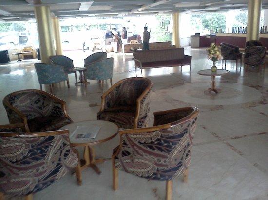 Hotel Pleasant Stay: lobby