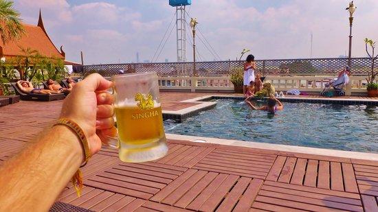 D&D INN: Beer by the pool