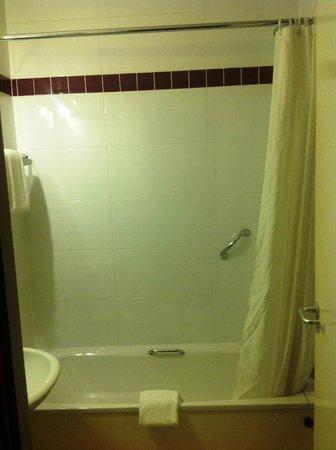 Jurys Inn Nottingham: Room 715 bathroom