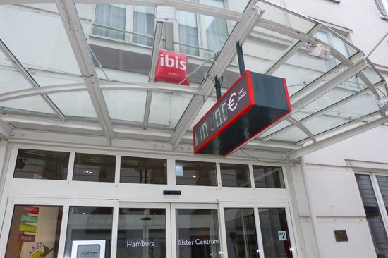 Ibis Hamburg Alster Centrum: The Entrance to the hotel and the price 101 Euro per night