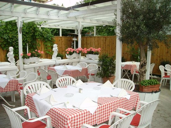Ristorante Caruso : Hinterer Gartenbereich