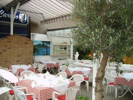 Ristorante Caruso : Hinterer idyllischer Gartenbereich