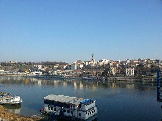 Sava River: Вид на центр Белграда с другого берега Савы (Бранков мост)