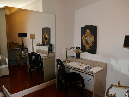 Luxury Suites: Гостиная