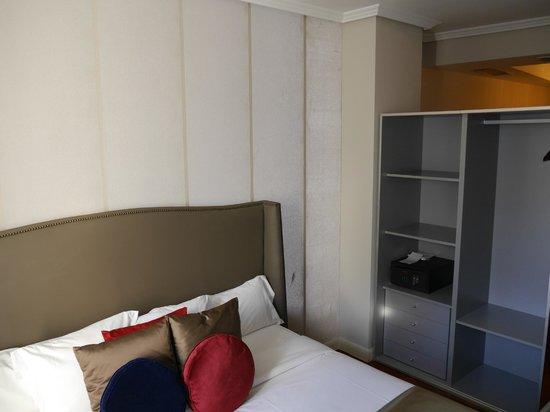 Luxury Suites: Первая спальня