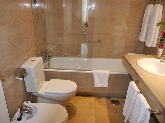 Luxury Suites: Санузел