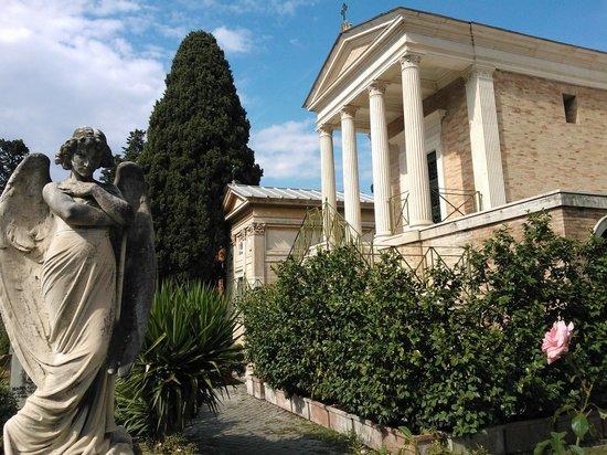 Cimitero Monumentale del Verano: verano ....neoclassico