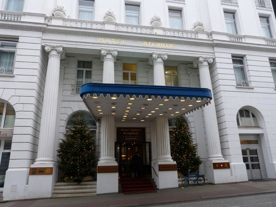 Hotel Atlantic Kempinski Hamburg: The Main Entrance to the Hotel