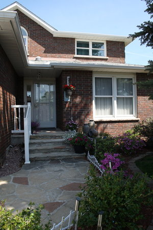 Tranquility Base Bed and Breakfast : Front Entrance