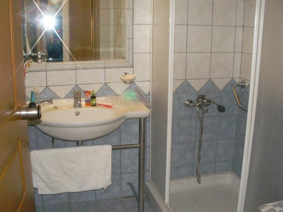Castro Beach Hotel: ванная