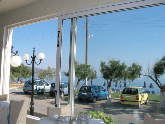 Castro Beach Hotel: вид на море из ресторана