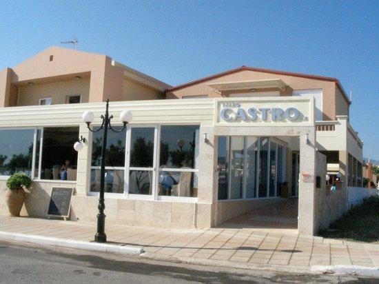 Castro Beach Hotel: вид с улицы