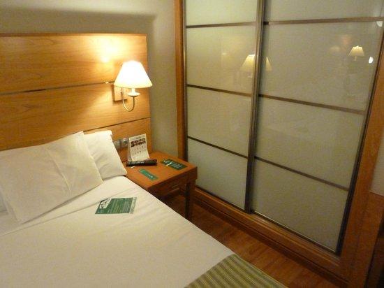 Cantur City Hotel : Спальня