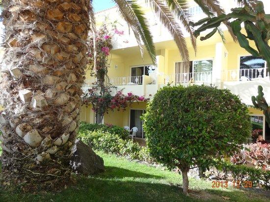 SENTIDO Buganvilla Hotel & Spa: Zimmer im Kellerbereich