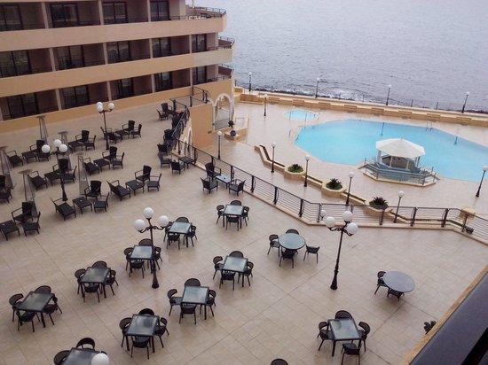 Radisson Blu Resort, Malta St Julian's: Vista dalla stanza di giorno (peccato era nuvoloso)