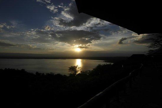 Sunbird Lodge: Stunning sunset over the Lake