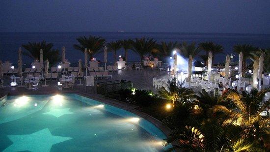 Stella Di Mare Beach Hotel & Spa: Вечерний вид из номера