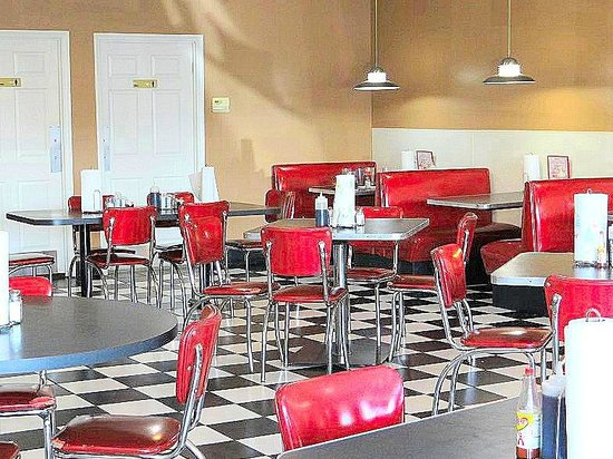 TK's Diner: 1950s decor was so neat