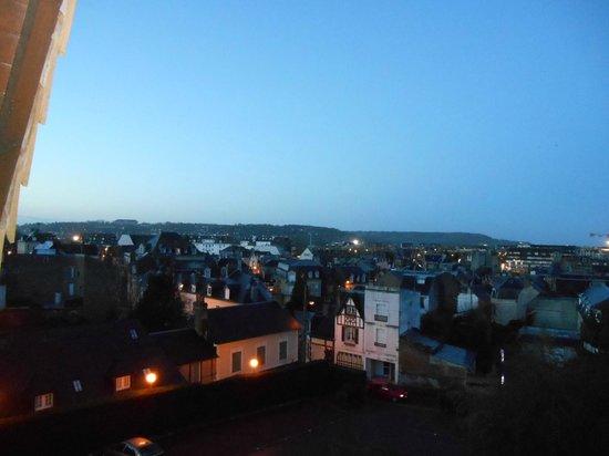 Best Western Plus Hostellerie Du Vallon : Vue sur les toits de Trouville