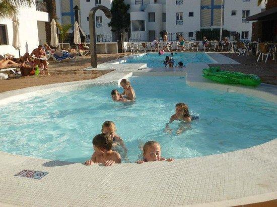 Club Atlantico: Clean heated pool