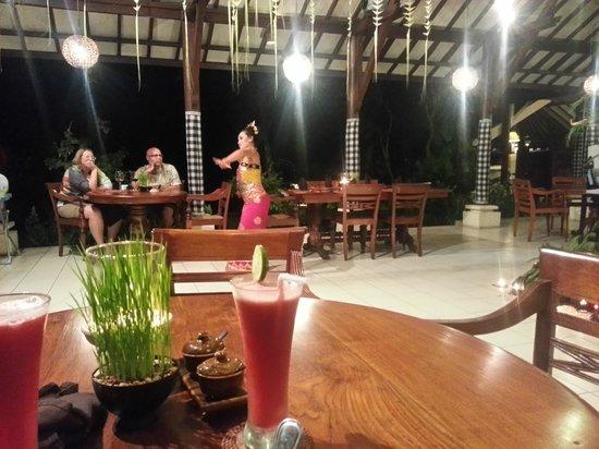 Alam Sari: Balinese dance during Christmas Eve dinner