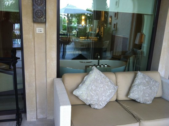One&Only The Palm Dubai : sitting area outside the junior suite