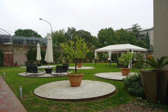 Villa Aruch : jardines