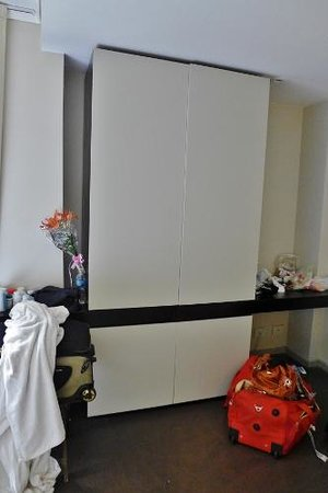 Dante Boutique Hotel: Wardrobe