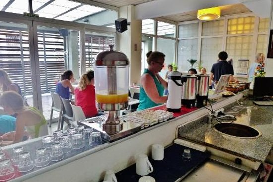 Circus Hostel & Hotel: The breakfast room