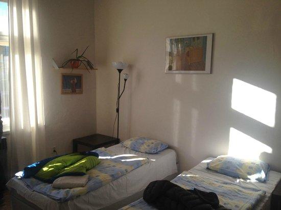 Rosemary Hostel: Letti nella prima stanza (di fronte all'angolo cucina)