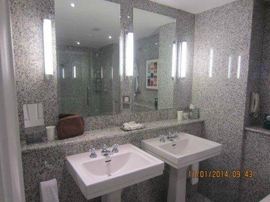 Haymarket Hotel : Our bathroom