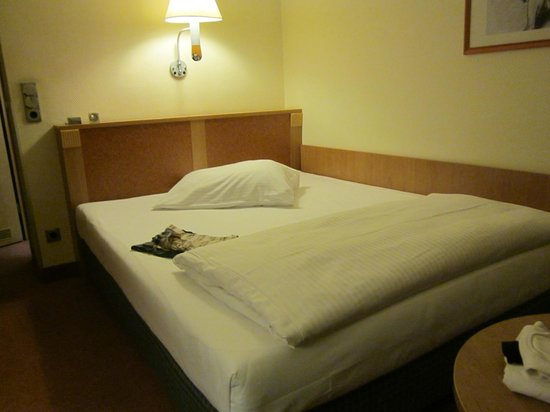 Hotel Königshof : Zimmer-Teilansicht