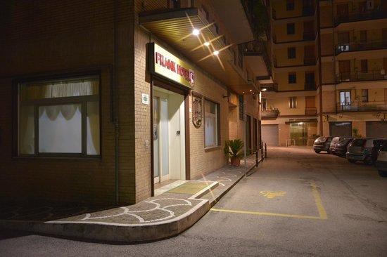 Frank Hotel: Dettaglio facciata hotel