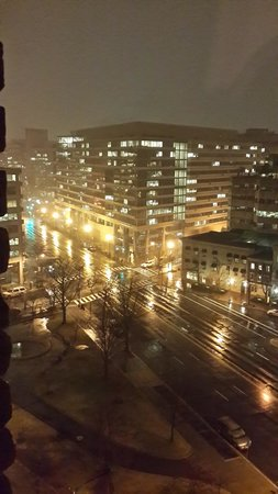 Hotel Lombardy: Night view from my room on the 11th floor, looking onto Pennsylvania Avenue - especially beautif