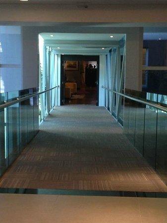 Hotel Laghetto Viverone Moinhos: Passage between buildings