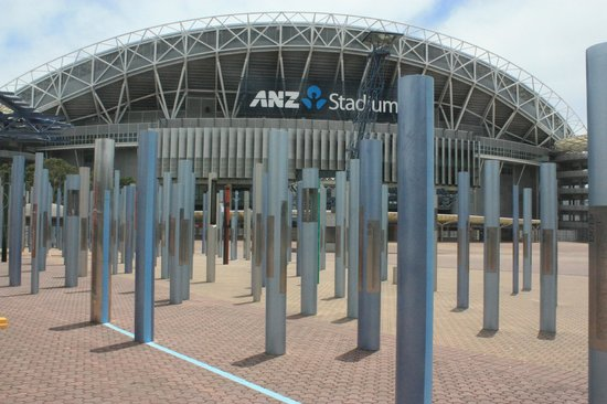 Sydney Olympic Park: all'ingresso dell'olympic stadium si celebrano i record
