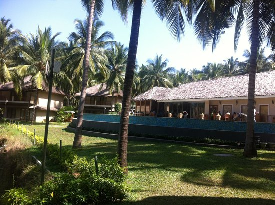 Coco Lagoon by Great Mount Resort: Pool and restaurant