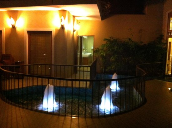 Coco Lagoon by Great Mount Resort: Small fountains near the restaurant