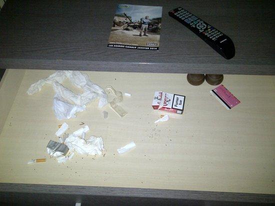 Hotel des Arcades : Desk