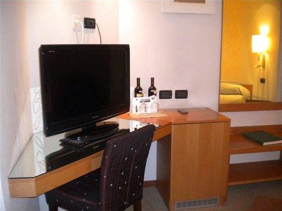 Particolari camera da letto - Foto di Golf Hotel Corallo ...