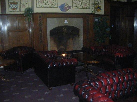Elmbank Hotel: lounge area