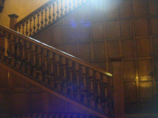 Elmbank Hotel: grand staircase